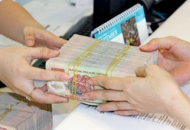 Legal advice on changing VND to USD and transfering money to account in a foreign bank