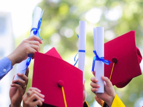 CHANGING CONDITIONS ON DOCTORAL ENROLMENT AND TRAINING
